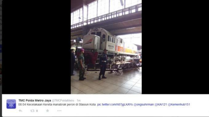 KRL Bekasi-Kota Dialihkan ke Stasiun Jatinegara Gara-gara Lokomotif Tabrak Peron