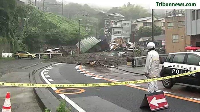 Daerah bencana longsor di Atami Shizuoka dijaga pihak kepolisianSabtu (3/7/2021).