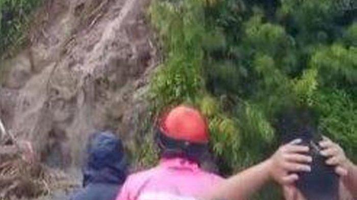 Tiga warga dikabarkan tertimbun material tanah longsor di Parappe, Kabupaten Majene, Sulawesi Barat, Minggu (7/3/2021).