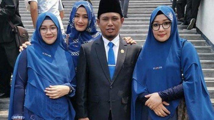 Lora Fadil bersama ketiga istrinya