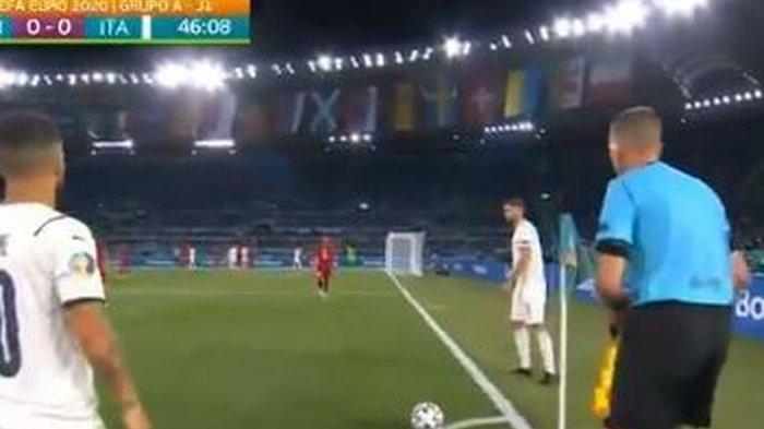 Wasit Sekelas EURO 2020 Panen Kritik, Dianggap Tak Tahu Aturan Soal Offside di Laga Italia Vs Turki