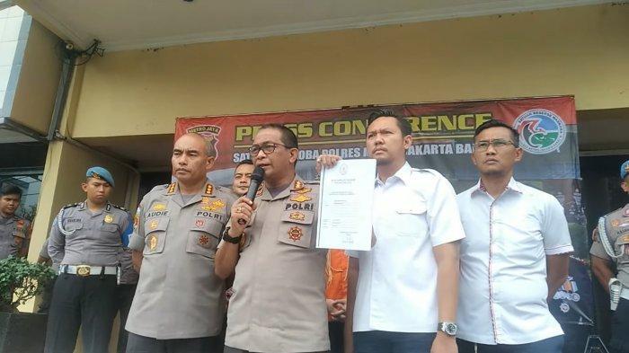Kabid Humas Polda Metro Jaya, Kombes Yusri Yunus memberikan keterangan dalam konferensi pers di Sat Resnarkoba Polres Metro Jakarta Barat, Kamis (13/02/2020).