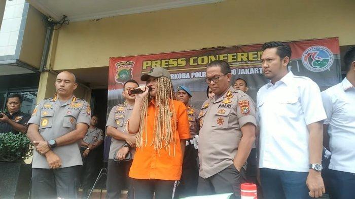 Lucinta Luna meminta maaf kepada publik saat konferensi pers di Polres Metro Jakarta Barat, Kamis (13/02/2020).