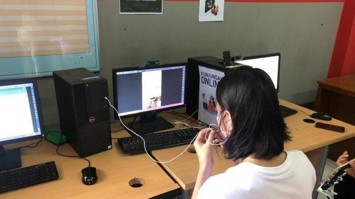 Lucinta Luna saat melakukan video call dengan pihak Kejaksaan Negeri Jakarta Barat terkait tahap dua kasus yang menjeratnya.