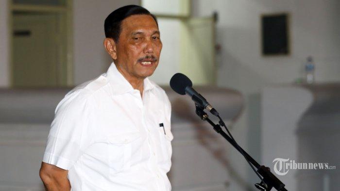 Mantan Menkopolhukam, Luhut Binsar Panjaitan memberikan keterangan sebelum meninggalkan Kompleks Istana Kepresidenan, Jakarta Pusat, Selasa (22/10/2019)