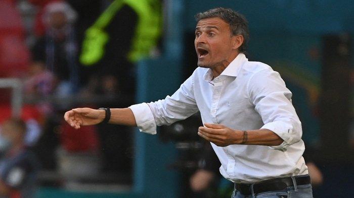 Reaksi pelatih Spanyol Luis Enrique selama pertandingan sepak bola babak 16 besar UEFA EURO 2020 antara Kroasia dan Spanyol di Stadion Parken di Kopenhagen pada 28 Juni 2021.