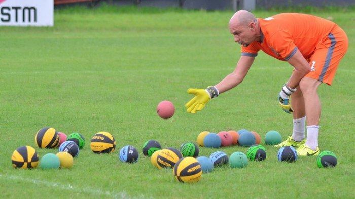 Persib Bandung Punya Empat Kiper yang Profesional kata Luizinho Passos