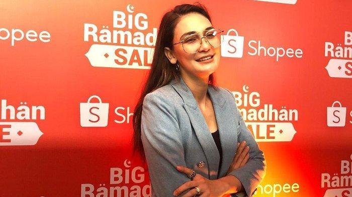Luna Maya di acara Shopee Big Ramadan Sale, di Balai Sarbini, Kamis (23/5/2019).