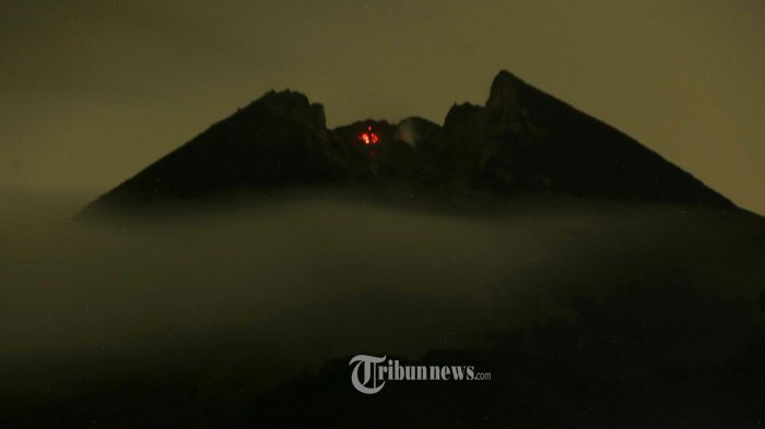 Gunung Merapi Keluarkan Tiga Kali Awan Panas Guguran Mengarah ke Hulu Kali Gendol