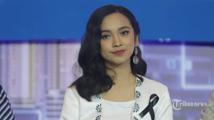 Finalis Indonesia Idol X Lyodra saat konferensi pers di Jakarta, Rabu (19/2/2020). Indonesia Idol X memasuki babak grand final yang akan digelar pada 24 Februari dan 2 Maret mendatang. TRIBUNNEWS/HERUDIN