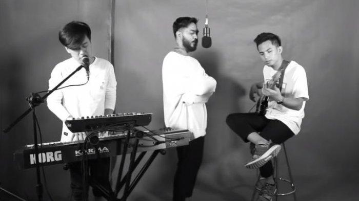 Lirik Lagu dan Chord Gitar Ego - Lyon, Kunci Paling Mudah Dimainkan: Takkan Pernah Ku Lupa