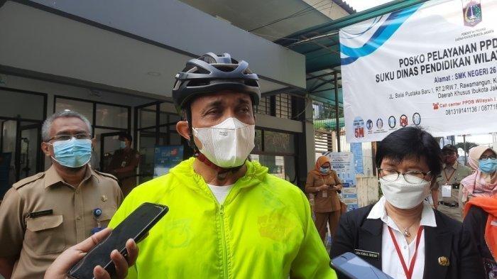 Tinjau Posko PPDB, Wali Kota Jaktim Minta Jaringan Internet Diperkuat, Jangan Sampai Loading Terus