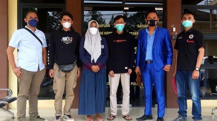 M, istri kedua Yosef, berserta tim penasehat hukumnya saat jalani pemeriksaan di Mapolres Subang pada Senin (23/8/2021)