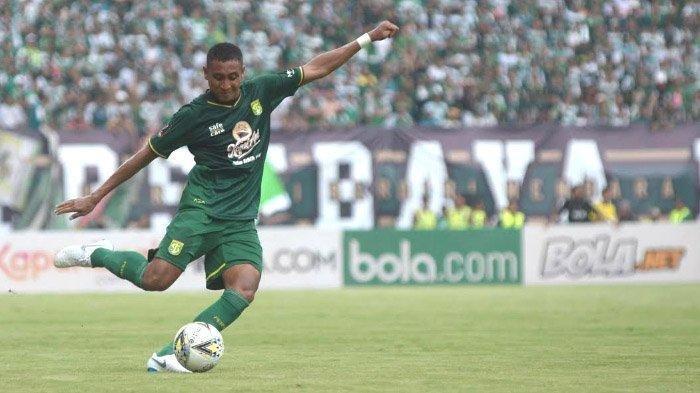 Bek Persebaya Surabaya M Syaifuddin Rutin Melatih SSB di Tengah Kompetisi Libur