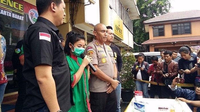 Artis sensual Vitalia Sesha meminta maaf karena menggunakan narkoba di hadapan wartawan di Mapolres Jakarta Barat, Jumat (28/2/2020).