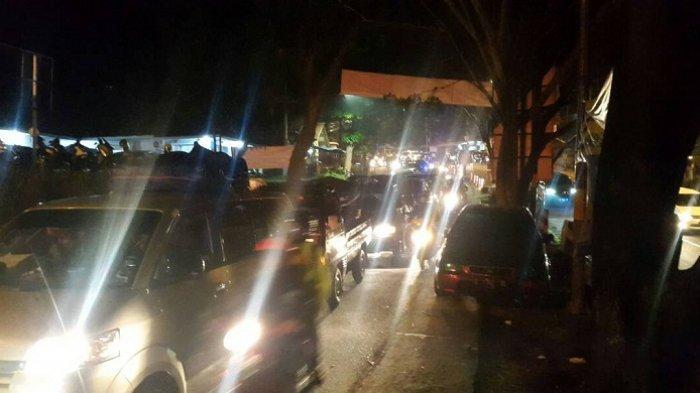 Kamis Malam Hingga Dini Hari Tadi 83 465 Mobil Penuhi Tol Cipali Tribunnews Com Mobile