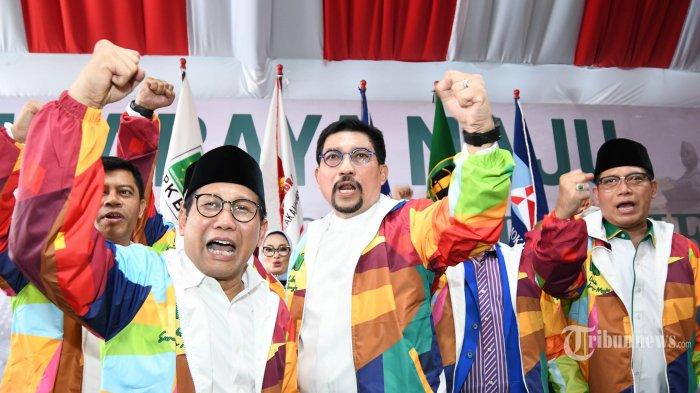 MAJU CAWALI - Bakal Calon Walikota Surabaya, Irjen Pol (Purn) Machfud Arifin (tengah) bersama pimpinan lima partai pengusung berkumpul di Surabaya, Minggu (26/1), Kelima partai tersebut adalah PKB, Gerindra, Demokrat, PAN, dan PPP resmi mengusung mantan Kapolda Jatim itu untuk maju pada Pilwali 2020. SURYA/AHMAD ZAIMUL HAQ