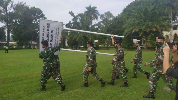Sejumlah anggota Akademi TNI hendak memasang patol plang di area kantor Walikota Magelang Jumat, (5/7/2020) lalu.