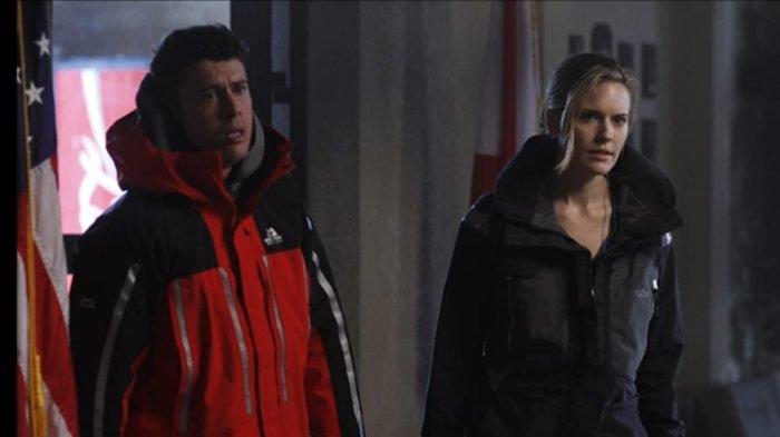 Maggie Grace dan Toby Kebbell dalam film The Hurricane Heist (2018)