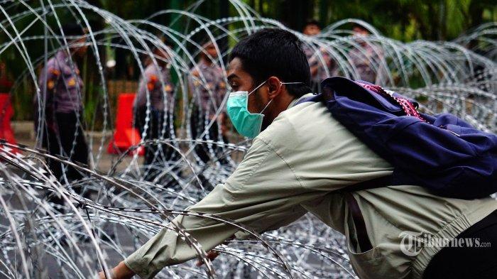 Akses Jalan Menuju Istana Masih Ditutup Kawat Berduri, Moeldoko Bantah Pemerintah Paranoid