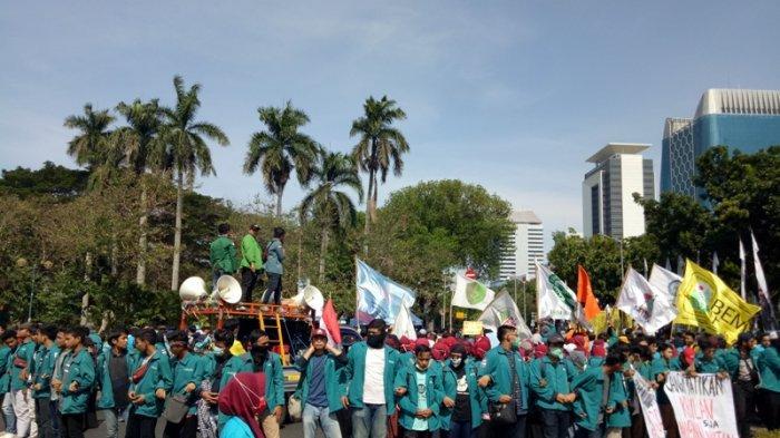 BEM SI Gelar Aksi, Polisi Tutup Jalan Medan Merdeka Barat Menuju ke Depan Istana