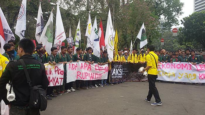 Gabungan BEM se-Jabodetabek Berdemo di Istana Negara