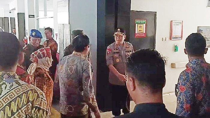 Menteri Koordinator Bidang Politik, Hukum dan Keamanan (Menko Polhukam) Mahfud MD menjadi menteri pertama kalinya menjenguk cucu ketiga Presiden Joko Widodo (Jokowi) di RS PKU Muhammadiyah, Minggu (17/11/2019).