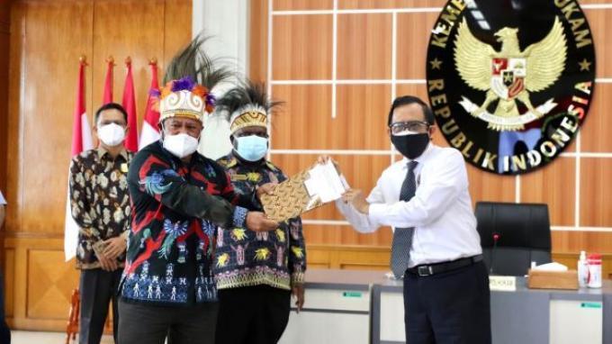 Mahfud MD Tampung 14 Butir Masukan dari DPR Papua Barat