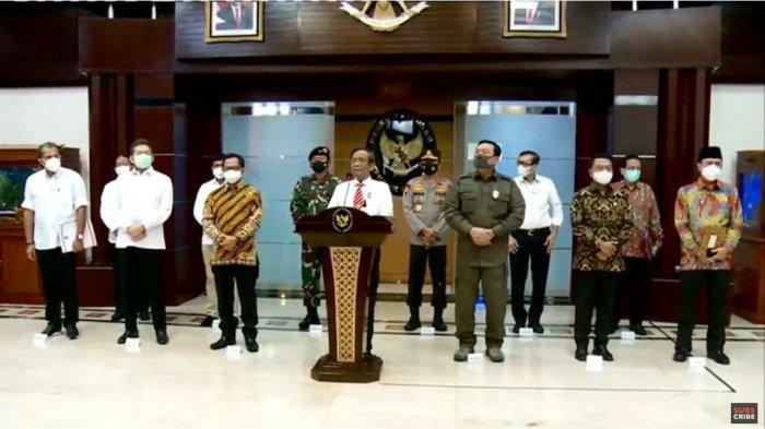 Mahfud MD didampingi sejumlah pejabat tinggi negara dalam konferensi pers penghentian seluruh kegiatan Front Pembela Islam (FPI), Rabu (30/12/2020).