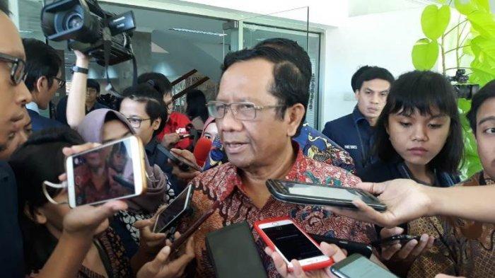 Menteri Koordinator Bidang Politik, Hukum dan Keamanan (Menko Polhukam) Mahfud MD saat ditemui di Kompleks Istana Kepresidenan, Jakarta, Selasa (18/2/2020).