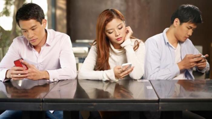 Rata-Rata Orang Indonesia Habiskan Waktu 5,5 Jam Main HP dari Bangun Hingga Beranjak Tidur