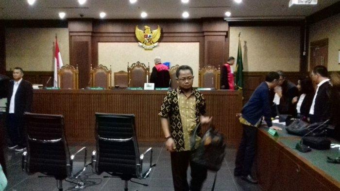 Ketua Majelis Hakim Sakit, Sidang Dakwaan Dua Auditor BPK RI Ditunda
