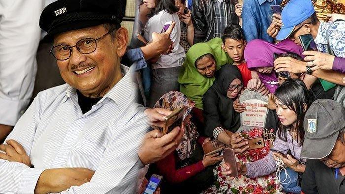 Warga berbondong-bondong selfie di makam BJ Habibie. Makam BJ Habibie Dijadikan Ajang Foto oleh Warga, Warganet Menyayangkan