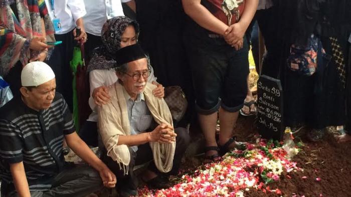 Almarhumah Shinta Muin Berencana Umrah Berdua Suami November Mendatang