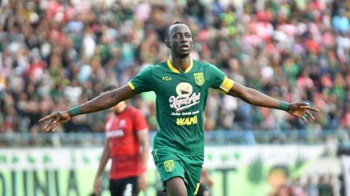 Makan Konate melakukan selebrasi setelah mencetak gol ke gawang madura United, Jumat (14/2/2020).
