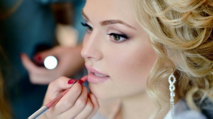 5 Rekomendasi Make Up untuk Idul Fitri dari Vlogger Ternama, Tetap Cantik di Hari Raya