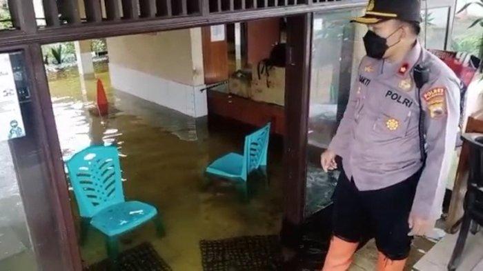 Mako Polsek Pekalongan Utara terendam air setinggi 45-70 sentimeter