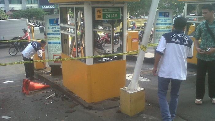 Saksi: Massa Mengaku FBR Melempar Batu ke Arah Satpam