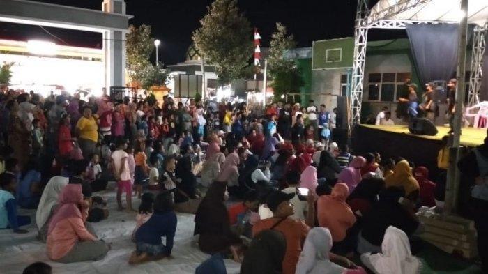 Suasana panggung hiburan di acara perayaan Malam Satu Suro di Bendan Duwur, Gajahmungkur, Kota Semarang, Sabtu (30/8/2019) malam.