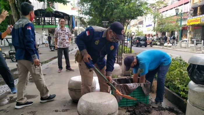 Kondisi Terkini Kawasan Malioboro Pasca-kerusuhan: Petugas Ganti Tanaman yang Rusak, PKL Pilih Tutup