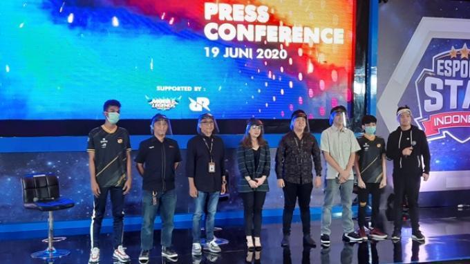 Valencia H. Tanoesoedibjo (tengah) Managing Director GTV saat memimpin konferensi pers eSports Star Indonesia di gedung GTV, Kebun Jeruk, Jakarta, Jumat (19/6/2020).