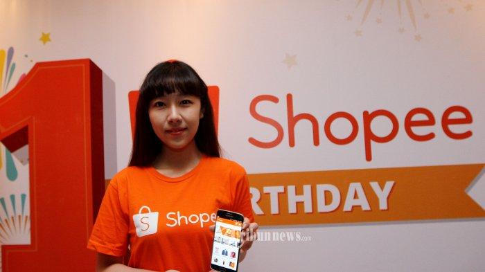 Regional Managing Director Shopee Rainal Lu saat merayakan ulang tahun pertama Shopee dengan tema Serve, Reward, Award di Thamrin Nine, Jakarta Pusat, Selasa (6/12/2016) malam. Sebagai bentuk perayaan ulang tahun pertama Shopee pun turut mengkampanyekan belanja
