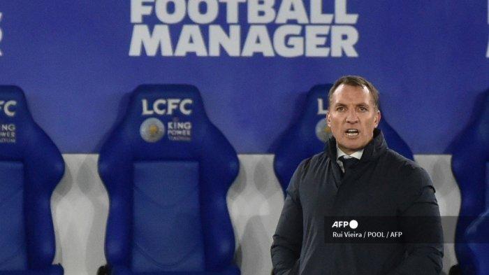 Manajer Leicester City dari Irlandia Utara, Brendan Rodgers, menyaksikan pertandingan sepak bola Liga Utama Inggris antara Leicester City dan Chelsea di Stadion King Power di Leicester, Inggris tengah pada 19 Januari 2021.