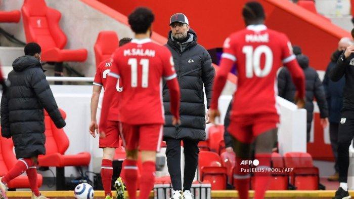 Manajer Liverpool Jerman Jurgen Klopp mengawasi setelah peluit akhir pertandingan sepak bola Liga Utama Inggris antara Liverpool dan Fulham di Anfield di Liverpool, Inggris barat laut pada 7 Maret 2021. Fulham memenangkan pertandingan 1-0.