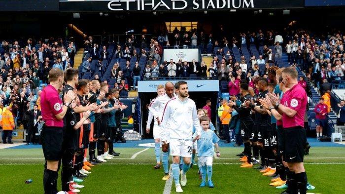 Manchester City tatkala mendapatkan sambutan berupa Guard of Honour