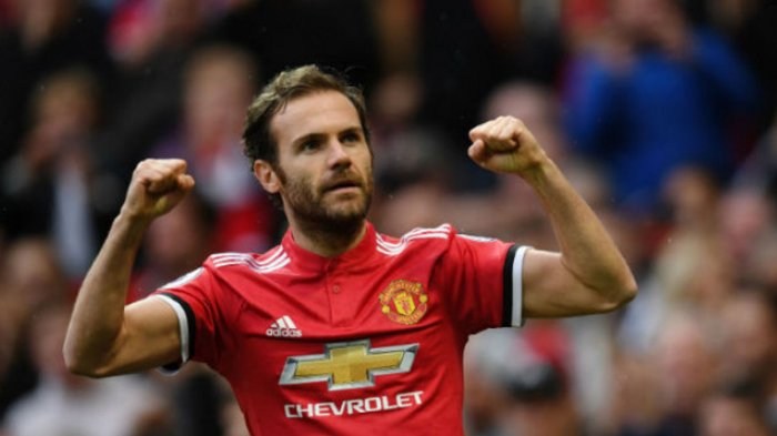 Ekspresi gelandang Manchester United, Juan Mata usai mencetak gol ke gawang Crystal Palace pada pertandingan Liga Inggris di Stadion Old Trafford, Sabtu (30/9/2017).