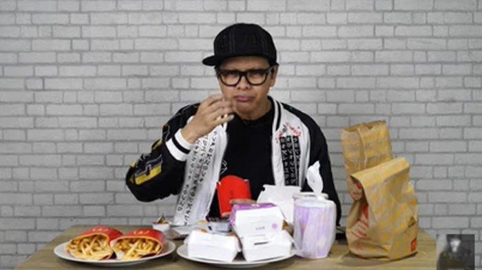 Armand Maulana Unboxing BTS Meal, Nyanyi Dynamite Saat Cicipi Isinya, Temukan Penyebab Heboh