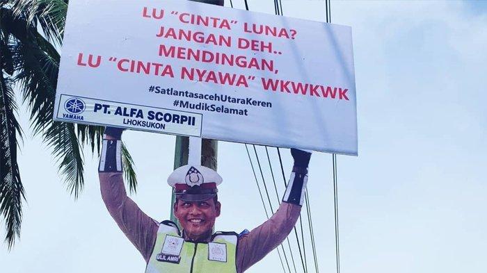 Imbauan Menggelitik Polisi Lewat Manekin: Pah, Jangan Ngebut, Mama Gak Mau Jadi Janda Kedua Kalinya