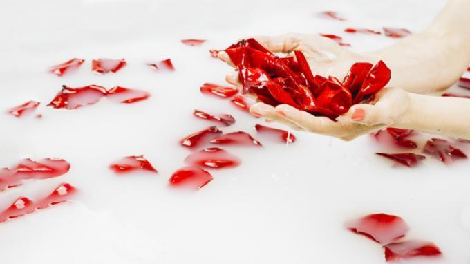 Segudang Manfaat Air Mawar untuk Tubuh, Menyembuhkan Luka hingga Cegah Penuaan Dini