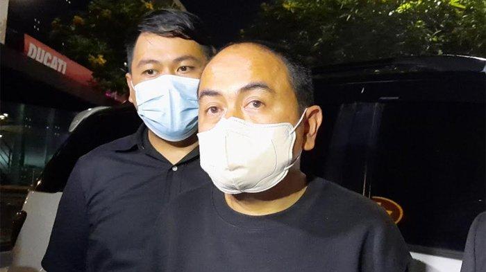 Mansyardin Malik yang baru saja menggelar jumpa pera untuk membantah tudingan dari Marlina Octoria di kawasan Antasari Jakarta Selatan, Selasa (14/9/2021).